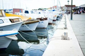 5 Main Differences Between a Boat and a Yacht